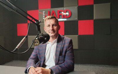 T. Andrukiewicz: Tegoroczny sezon turystyczny w Ełku należy raczej zaliczyć do udanych. Nieustannie zachęcamy mieszkańców do szczepień przeciwko COVID-19. W tym celu organizujemy Mobilne Punkty Szczepień na ełckim targowisku miejskim.